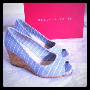 Kelly & Katie Wedges With Box. Size 8.5